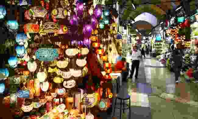 Store in Grand bazaar, selling Turkish lights (Dreamstime)