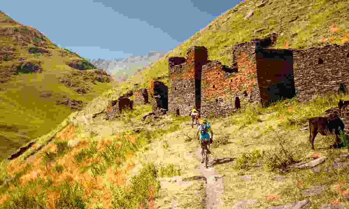 Mountain biking in the highlands of Tusheti (Shutterstock)