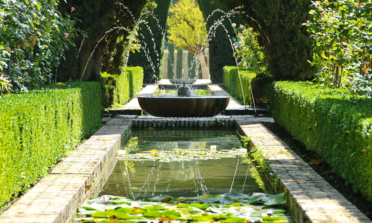 Fountains at the Generalife gardens (Dreamstime)