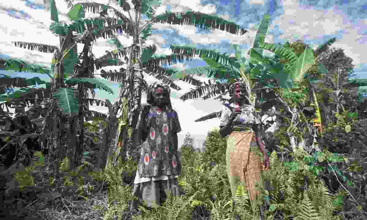 Women in the city of Mutsamudu