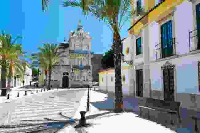 A town square in Faro, Portugal (Shutterstock)