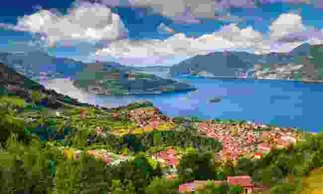 Lake Iseo (Shutterstock)
