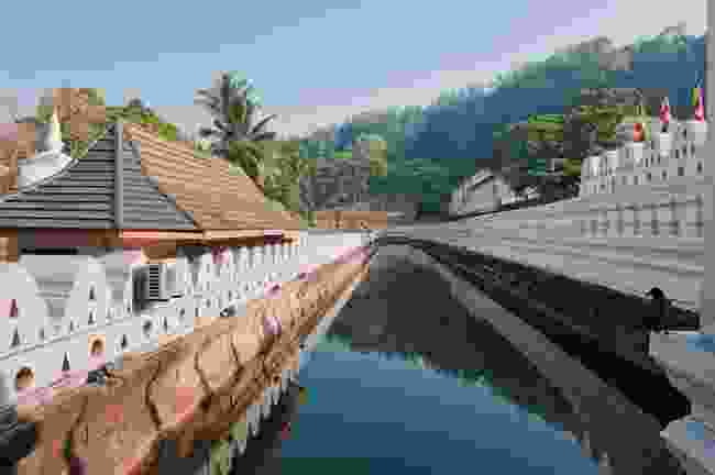 The channel of famous Buddhist Temple of the Tooth Relic, Kandy, Sri Lanka (Shutterstock)
