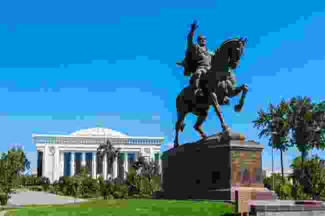 The statue of Amir Timur in Amir Timur Square, Tashkent (Shutterstock)