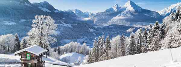 Snow on the mountains (Dreamstime)