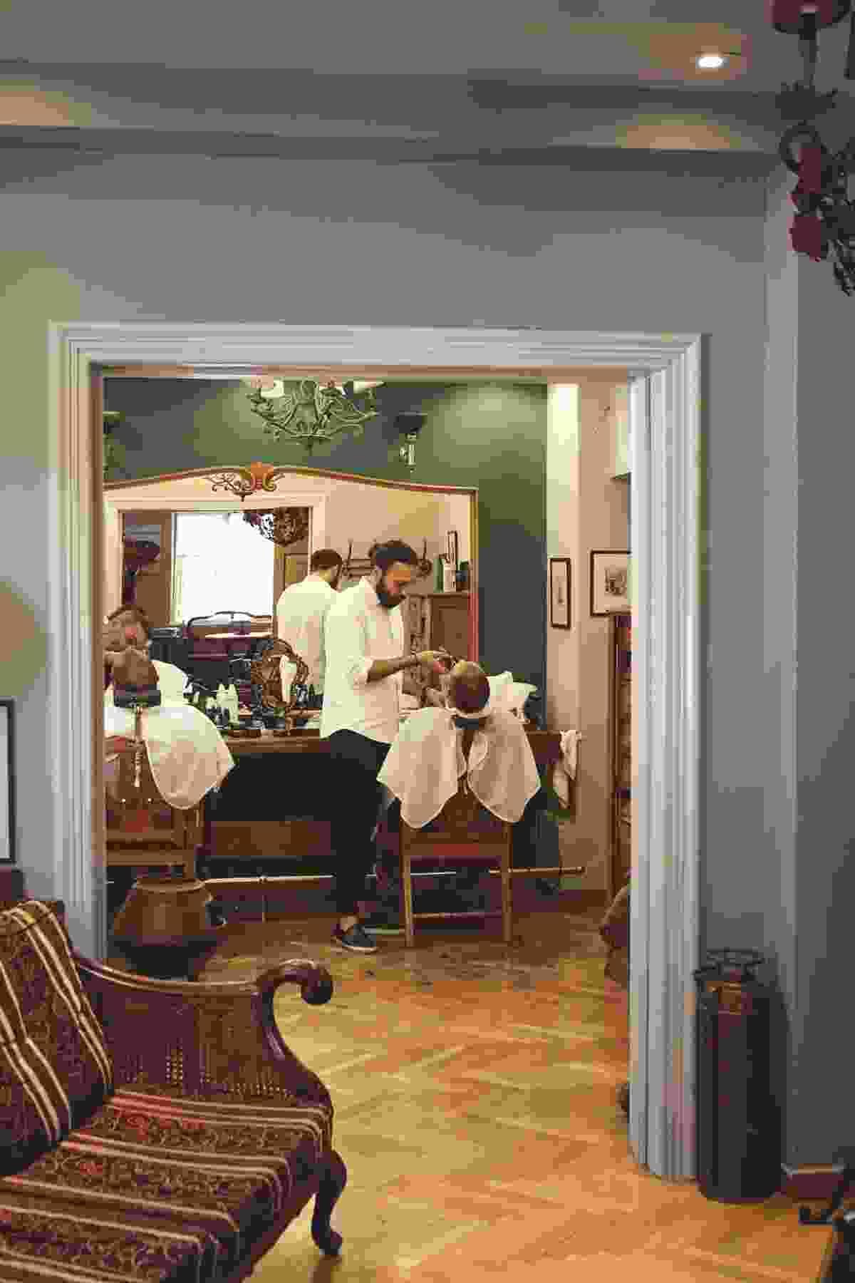 1900 The Barber Shop (Yannis Varouhakis)