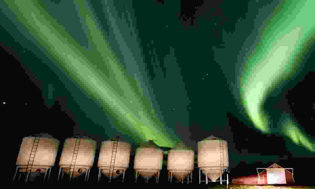 The northern lights over silos in Canada (Deamstime)