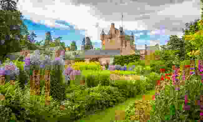 Spring flowers at Cawdor Castle (Shutterstock)