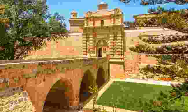 Entrance bridge and gate to Mdina (Shutterstock)