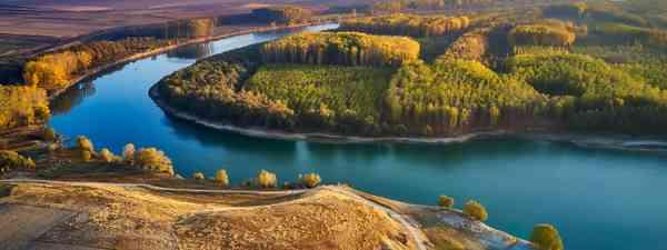 The Danube river shore in summer, Dobrogea, Romania (Shutterstock)