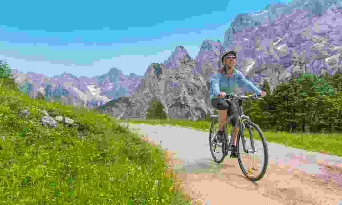 Cycle through the mountains (Slovenian Tourist Board)