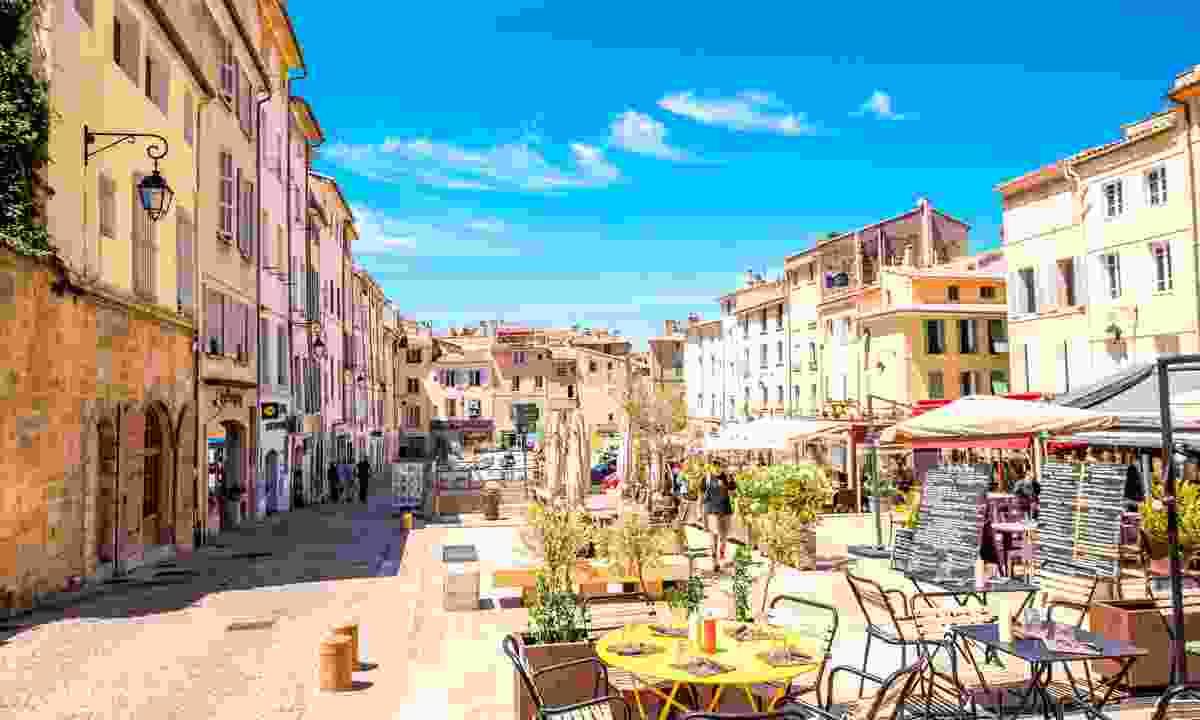 The bustling cafés of Aix en Provence (Shutterstock)