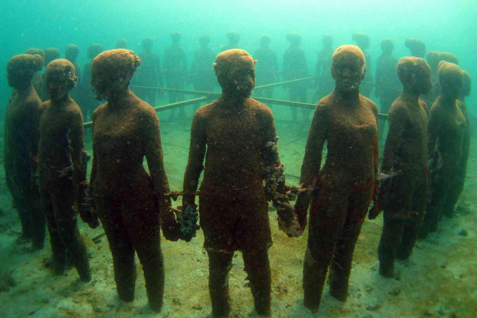 Museo Subaquático de Arte, Grenada (Shutterstock)