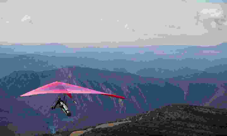 Hang-gliding in Vall d'Àger (Oriol Clavera)