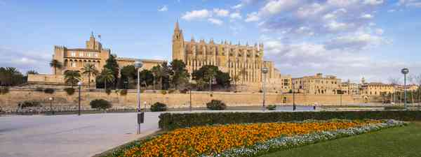 Travel guide to Palma, Mallorca (Anthony Mark Borrell)