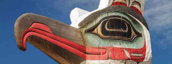 A totem carving of a bird (Shutterstock)