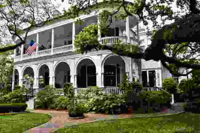 A colonial style home in Charleston (Shutterstock)