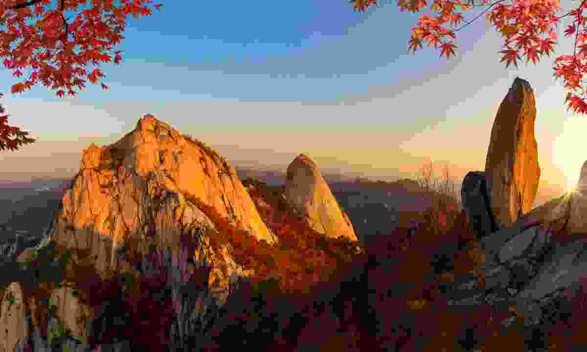 Sunrise in autumn at Bukhansan National Park (Shutterstock)