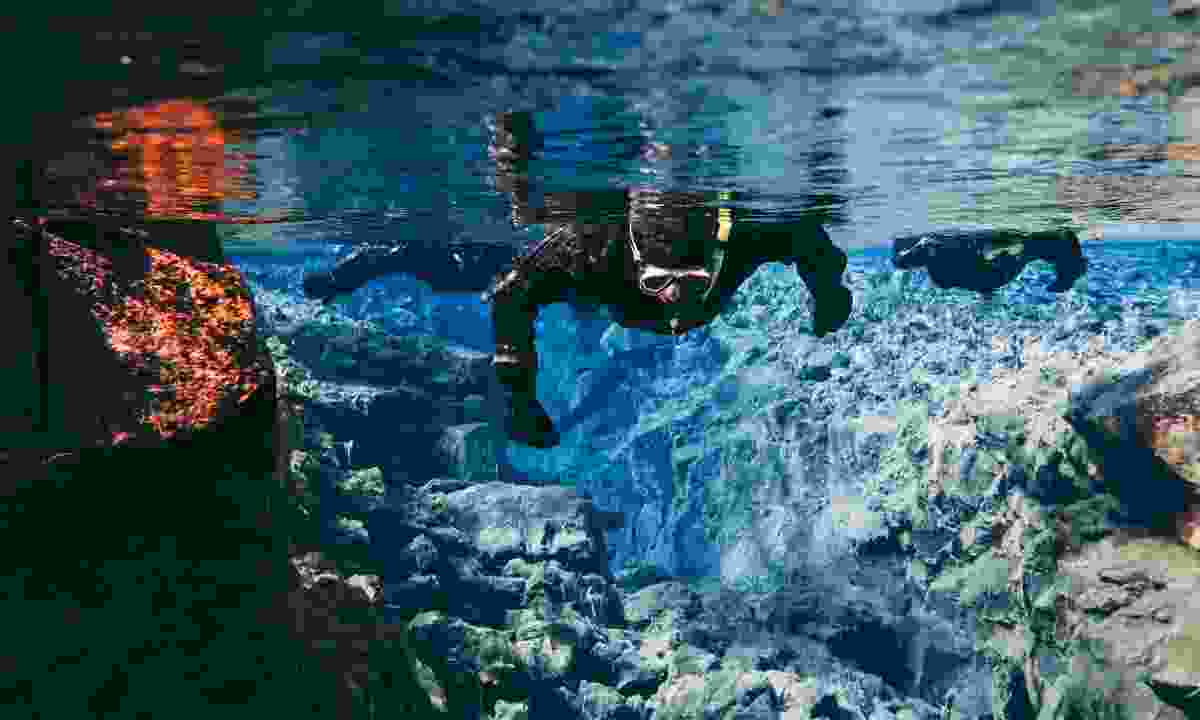 Diving the Silfra fissure (Shutterstock)