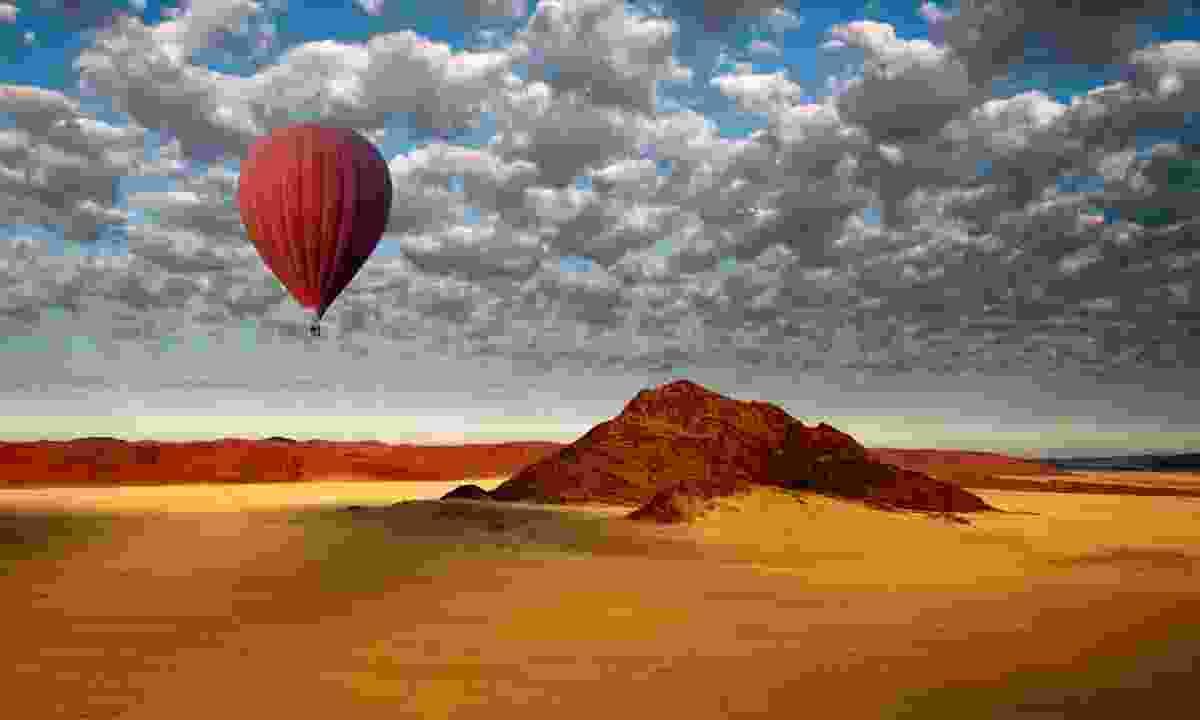 A hot air balloon over Sossusvlei (Shutterstock)