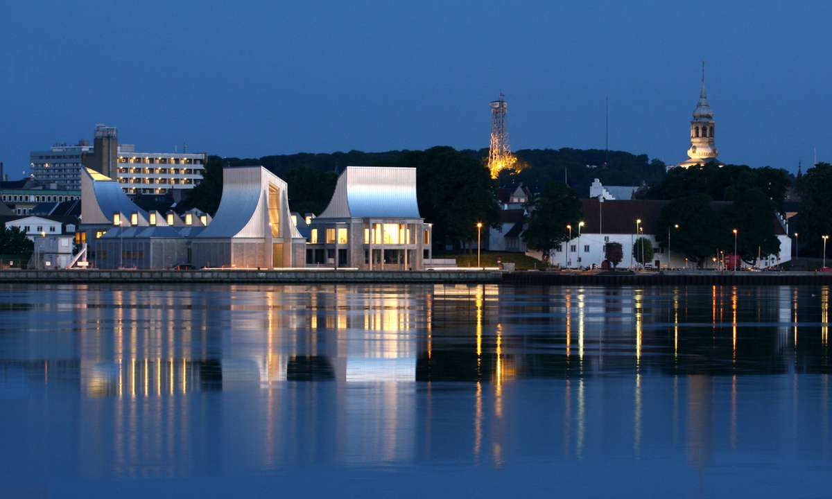 Utzon Centre on the Aalborg waterfront (VistAalborg)