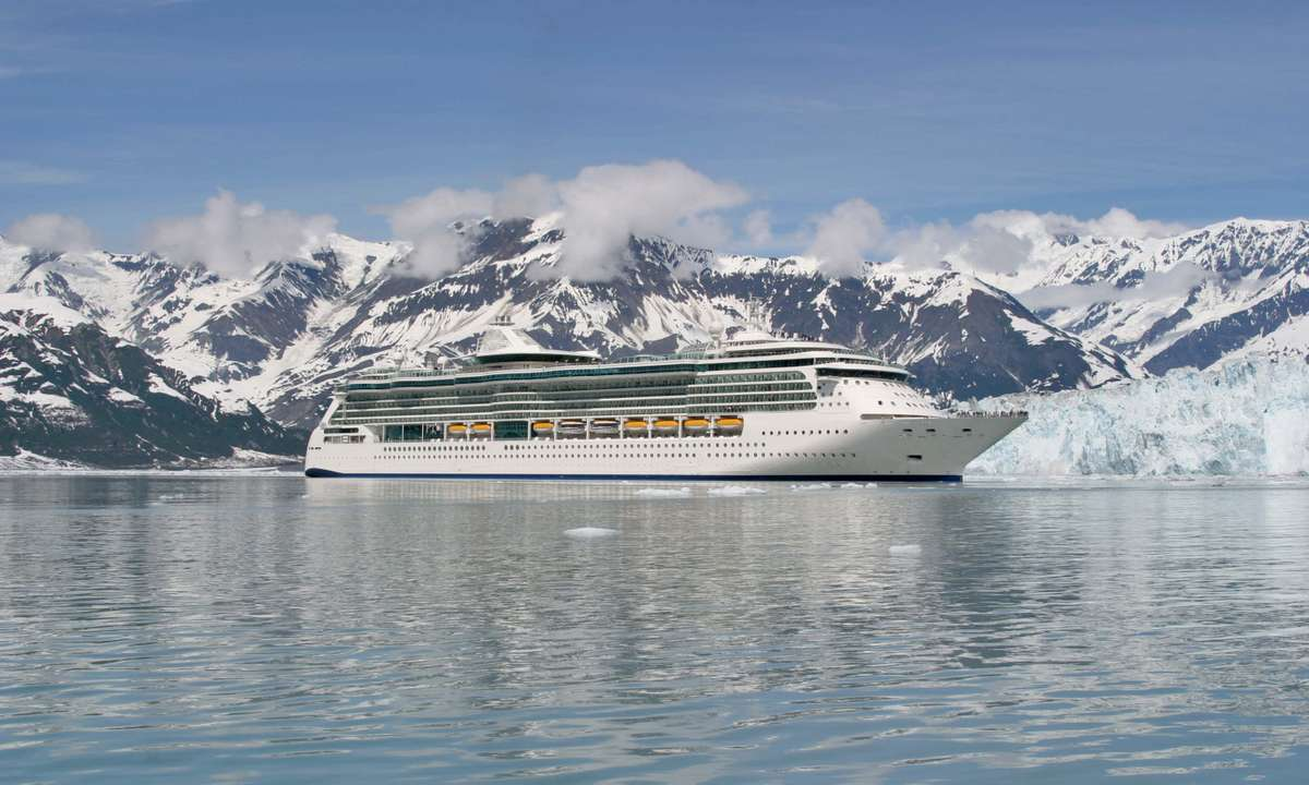 Cruise ship at Glacier Bay, Alaska (Dreamstime)