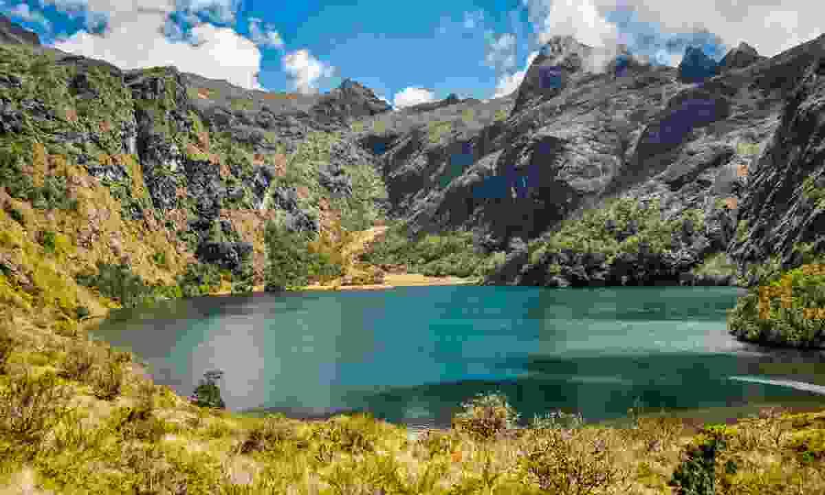 Lake views at the peak of Mount Wilhelm (Dreamstime)