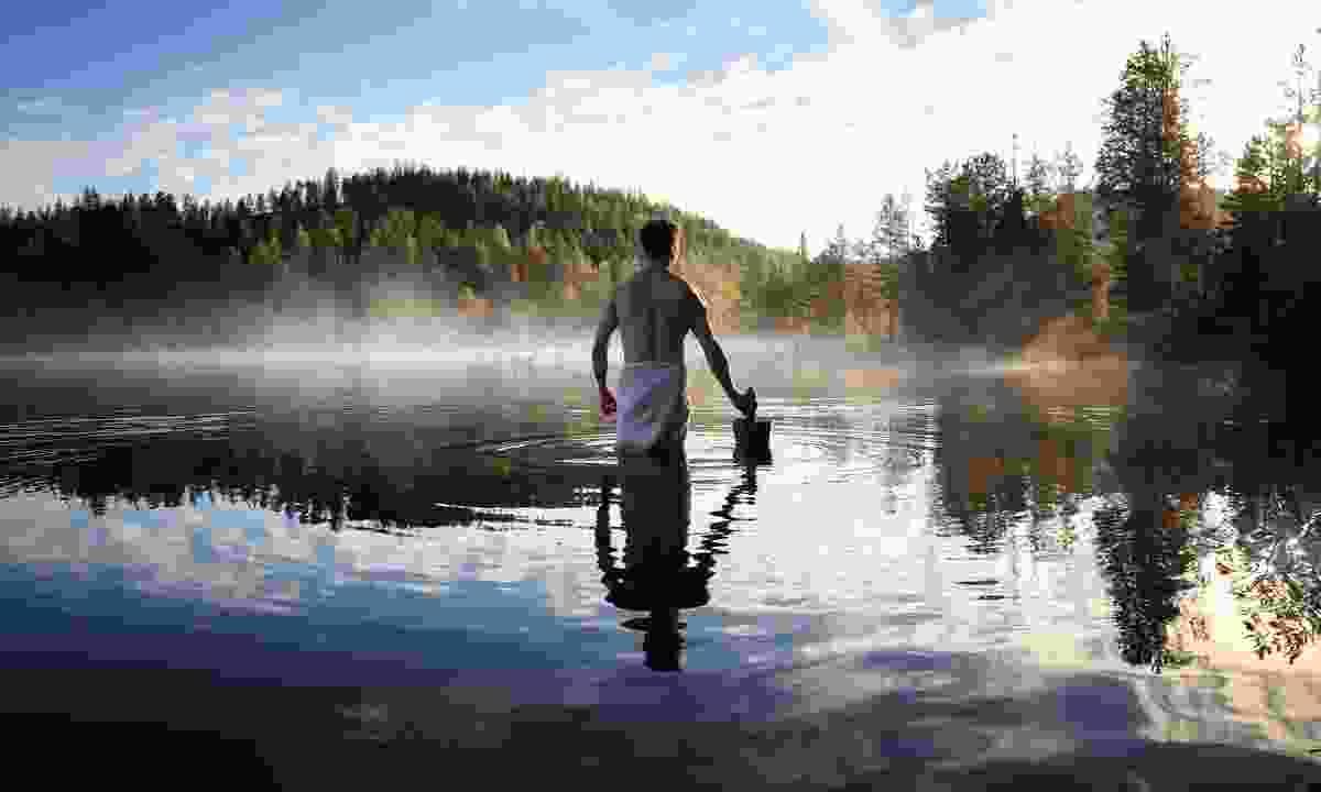 Lake swimming after a sauna (Harri Tarvainen)