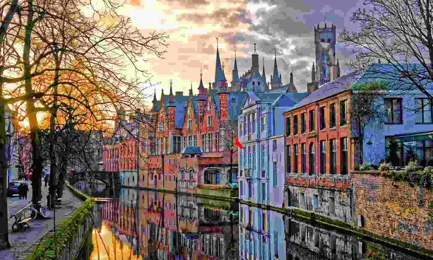 Bruges' canal during winter  (Shutterstock)