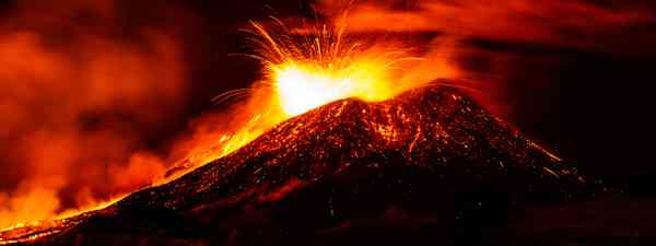 Mount Etna, produced fountains and explosions of lava (Shutterstock)