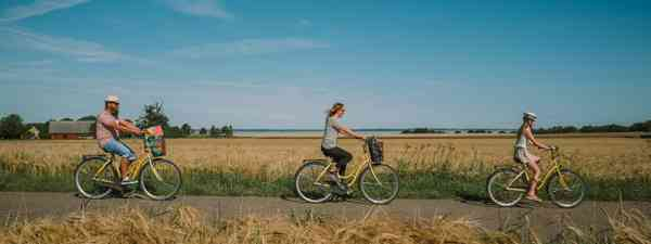 Cycling in the countryside (Mickael Tannus)