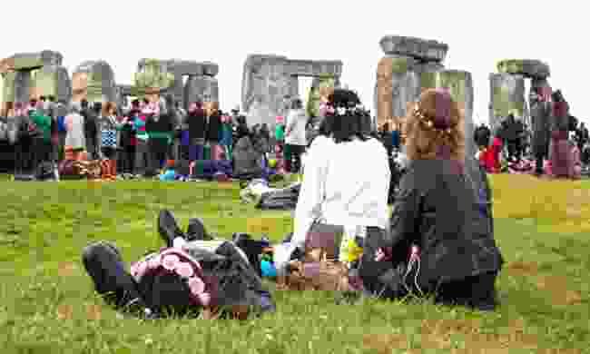 Celebrating summer solstice at Stonehenge (Dreamstime)