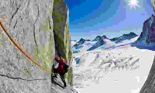 Climbing a pitch on the south face of Mont Blanc massif (Dreamstime)