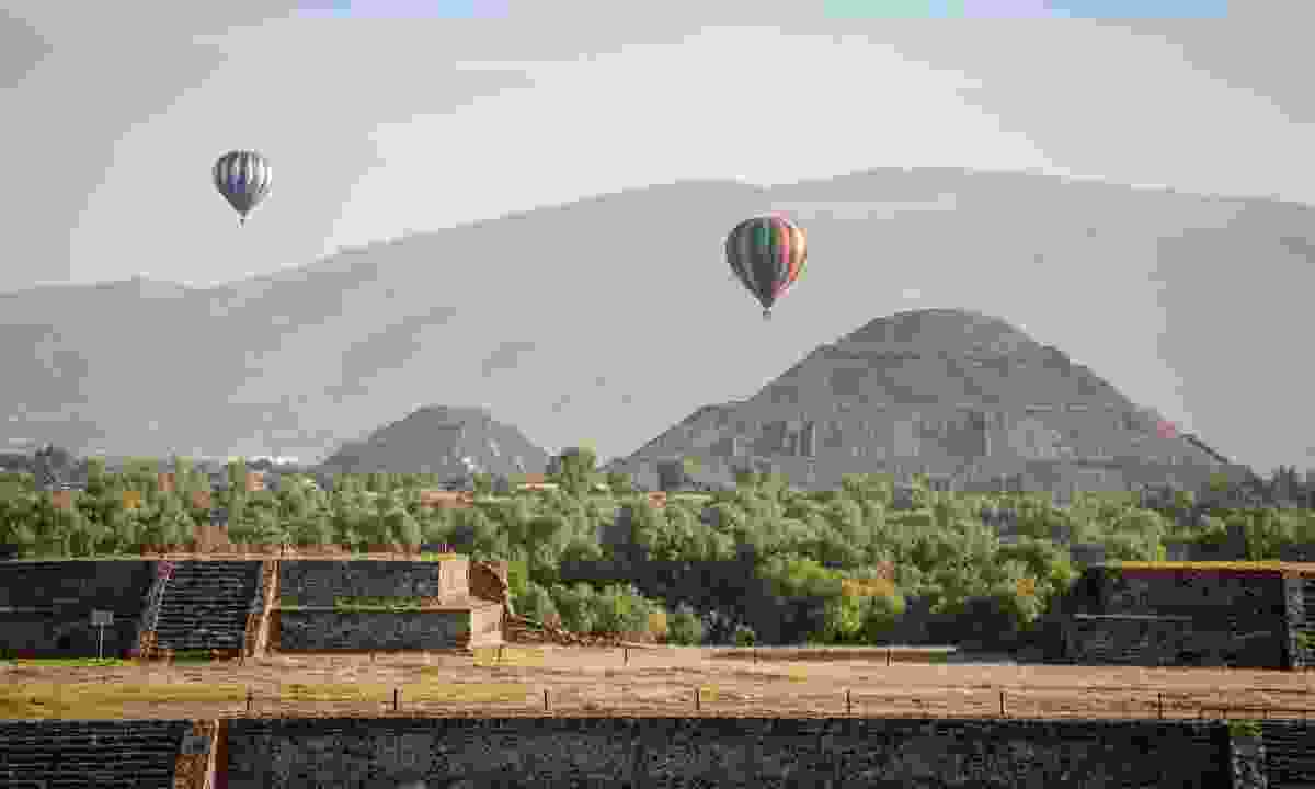 Balloons flying over Teotihuacan (Dreamstime)