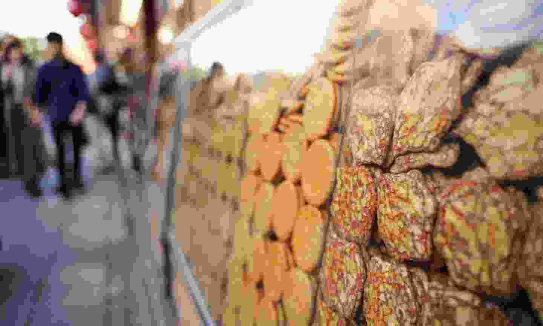 Senbei (rice cracker) stall (Shutterstock)