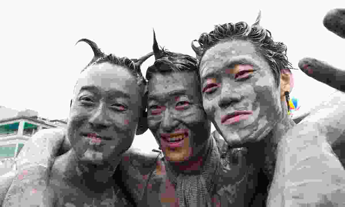 Muddy men in Boryeong (Shutterstock)