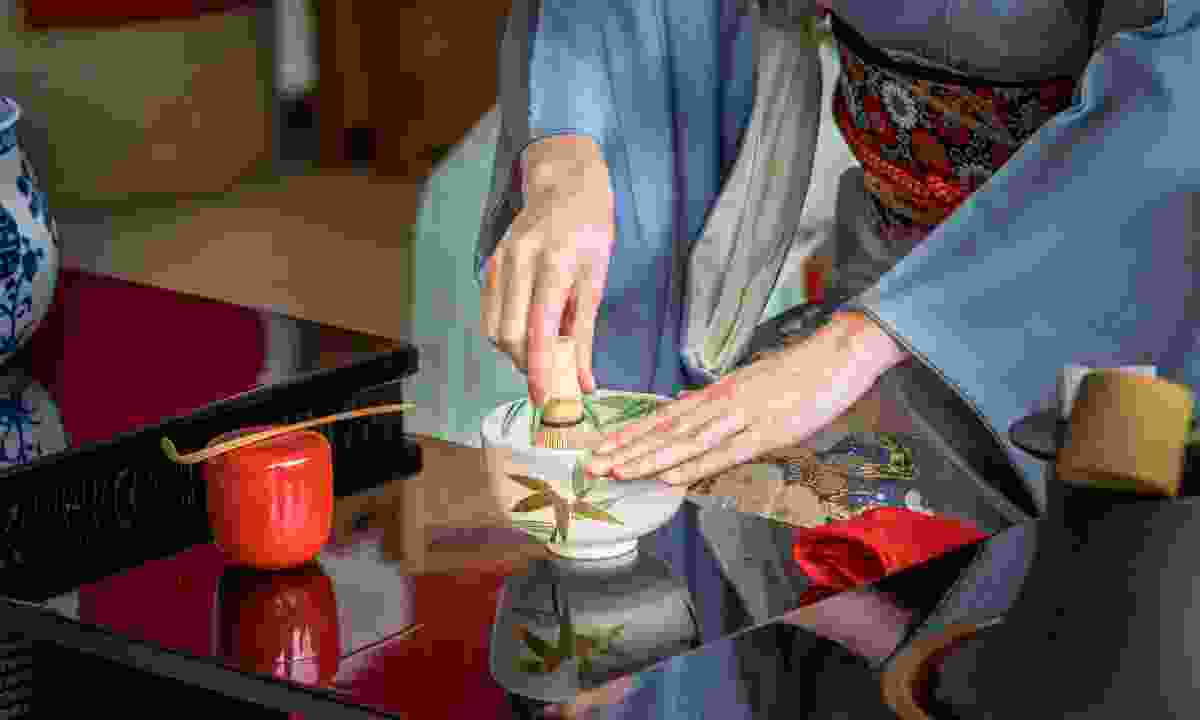 Preparing green tea in Japan (Shutterstock)