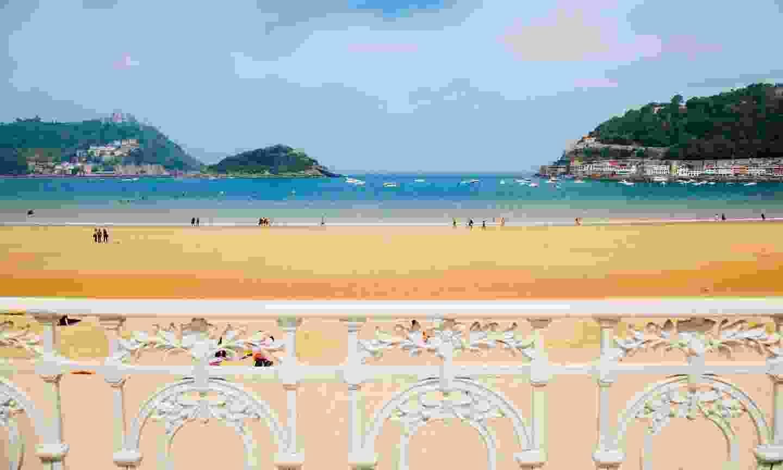 La Concha Beach from the promenade (Shutterstock)