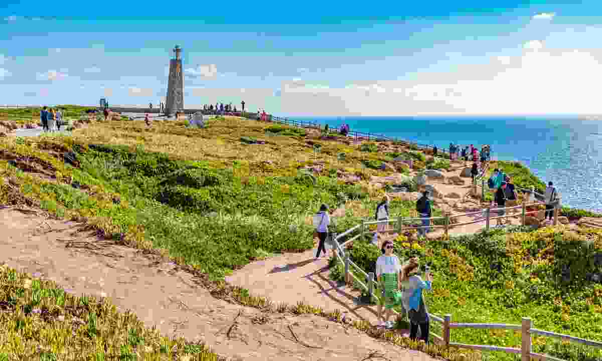 Tourists making their way to Cabo da Roca (Shutterstock)