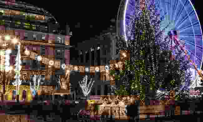 Christmas lights and fairground attractions at Glasgow Christmas Market (Dreamtime)