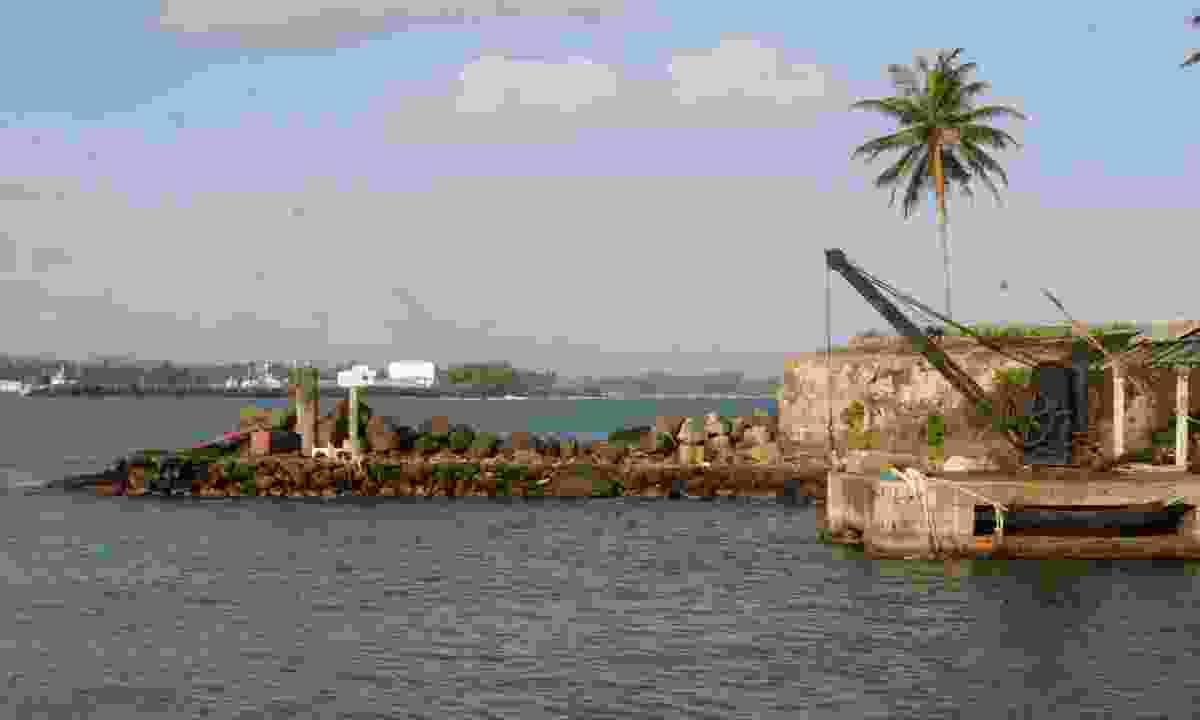 Galle Fort Bay (Gehan de Silva Wijeyeratne)