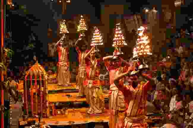 Ganga aarti (Shutterstock)