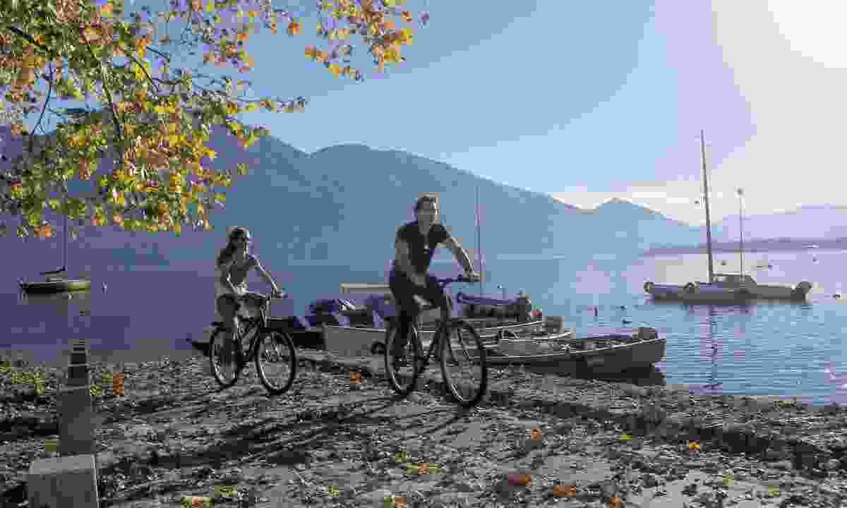 Cycle the lakes of Switzerland (UTracks)