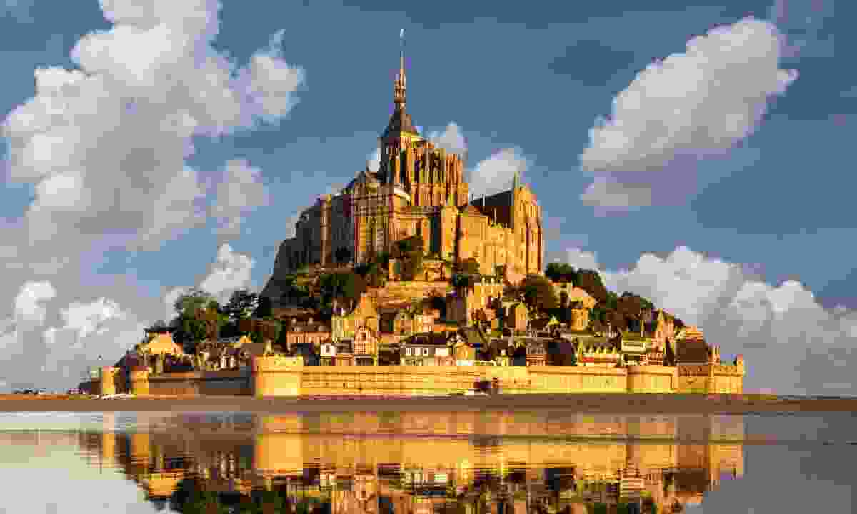 The view of the Benedictine abbey reflected in the water (Shutterstock)