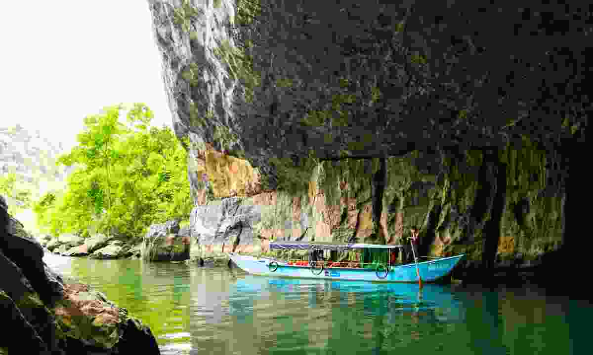 Entering Phong Nha cave complex by boat (Dreamstime)