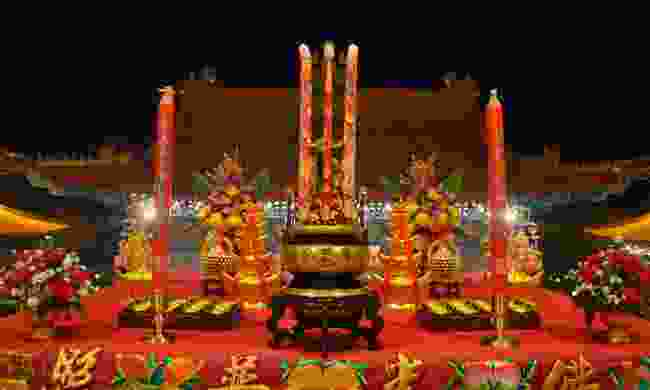 Offering to the Jade Emperor (Dreamstime)