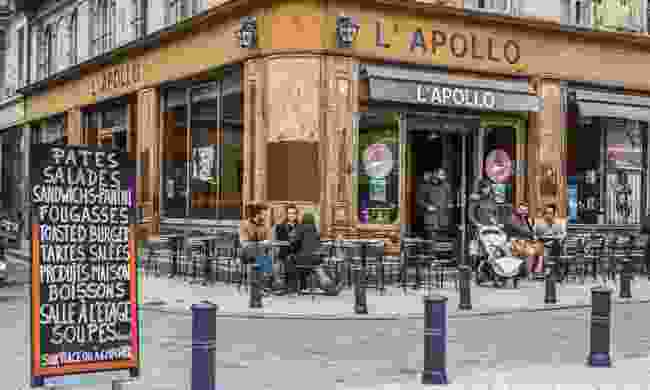 A restaurant popular with locals in Bordeaux (Dreamstime)