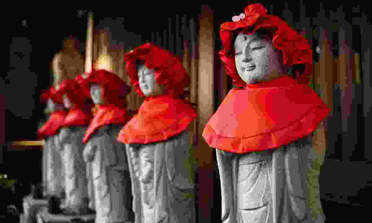 Statues of Jizo, protector of children, in a Yanesen temple (Shutterstock)