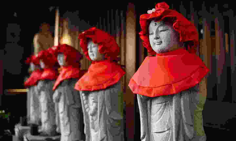 Statues of Jizo, protector of children, in a Yanesen temple (Shutterstock)