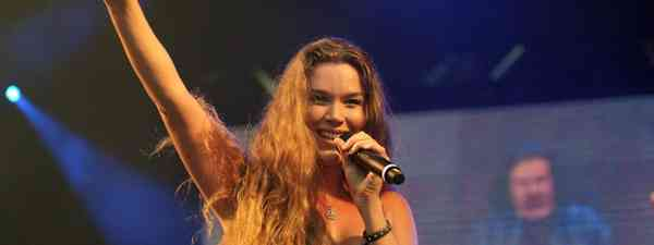 Joss Stone performing live in the Phillipines